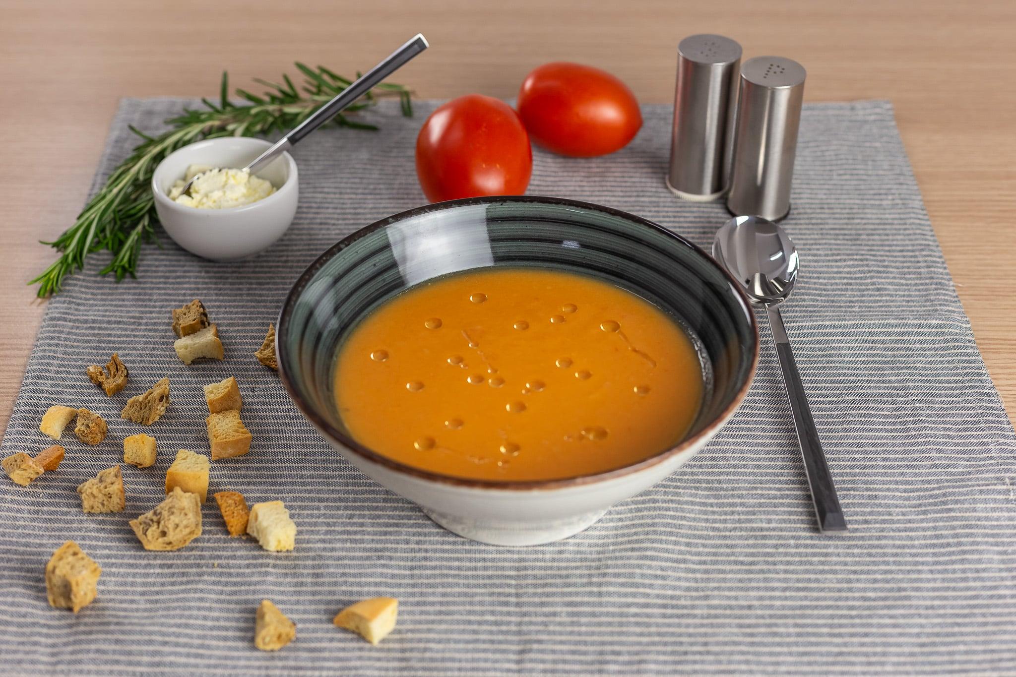 Supă cremă de roșii cu mascarpone